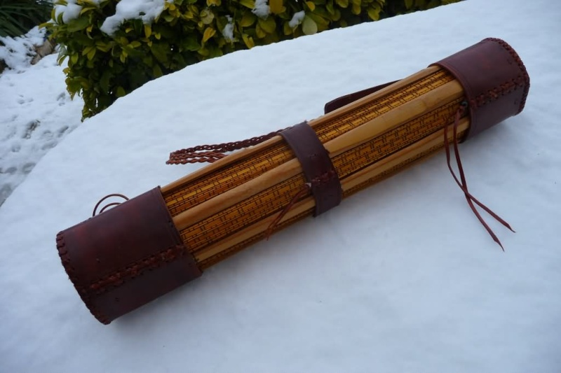 Carquois en cuir et lames de Shinaï (sabre en bambou de Kendo). P1100710