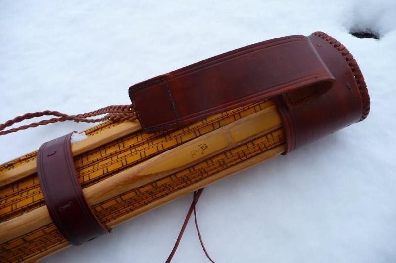 Carquois en cuir et lames de Shinaï (sabre en bambou de Kendo). P1100711