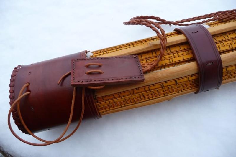Carquois en cuir et lames de Shinaï (sabre en bambou de Kendo). P1100712
