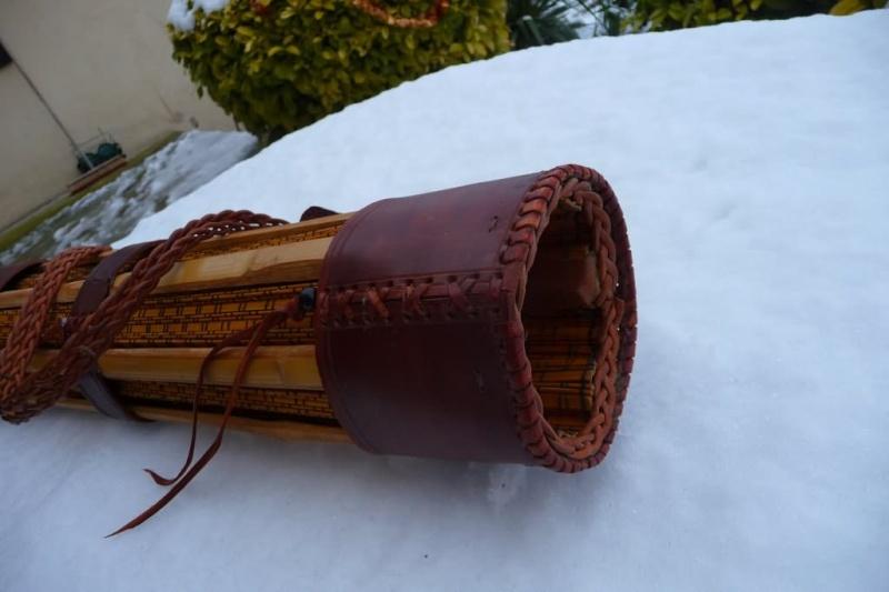 Carquois en cuir et lames de Shinaï (sabre en bambou de Kendo). P1100713