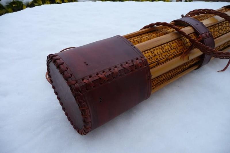 Carquois en cuir et lames de Shinaï (sabre en bambou de Kendo). P1100714