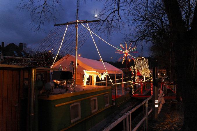 Les illuminations de Noël pour les fêtes 2.015   2.016 ! - Page 6 2008-510