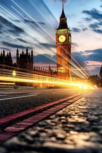 Reçu un beau diapo....Les horloges et pendules des rues..... - Page 25 3f813411