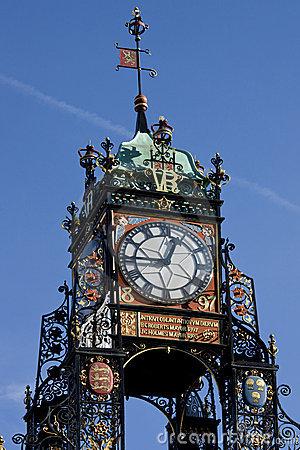Reçu un beau diapo....Les horloges et pendules des rues..... - Page 23 Cheste10