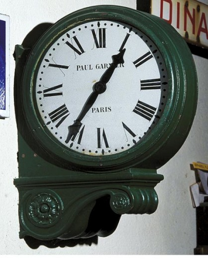 Reçu un beau diapo....Les horloges et pendules des rues..... - Page 24 Pendul10