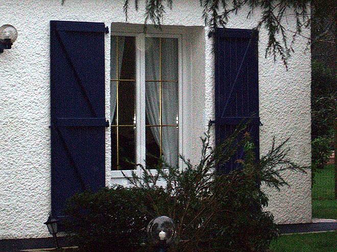 Des fenêtres d'hier et d'aujourd'hui. - Page 4 Porte-10
