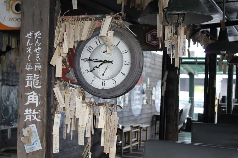 Reçu un beau diapo....Les horloges et pendules des rues..... - Page 24 Train-10