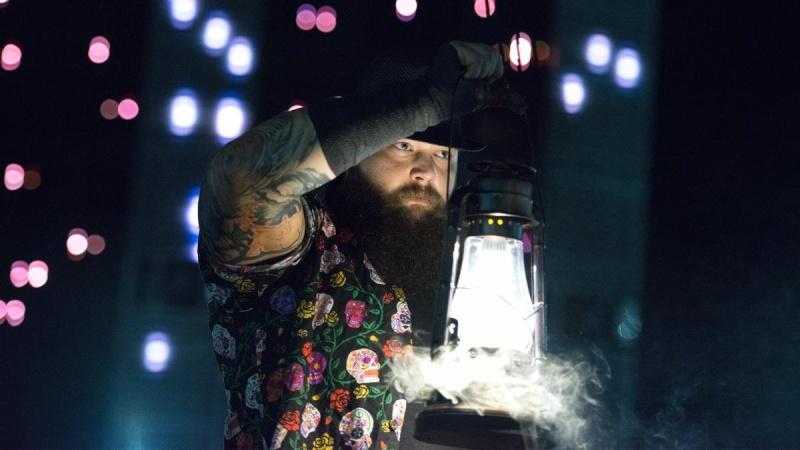 [Forme] Bray Wyatt de nouveau blessé ? (Mis à jour) Bray_w11