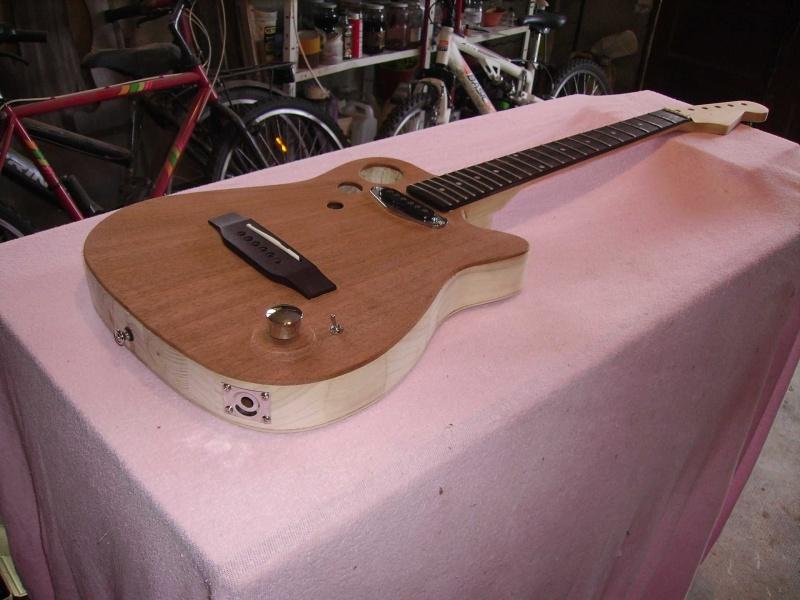 Guitare à la Godin Pict8318