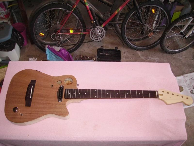 Guitare à la Godin Pict8319