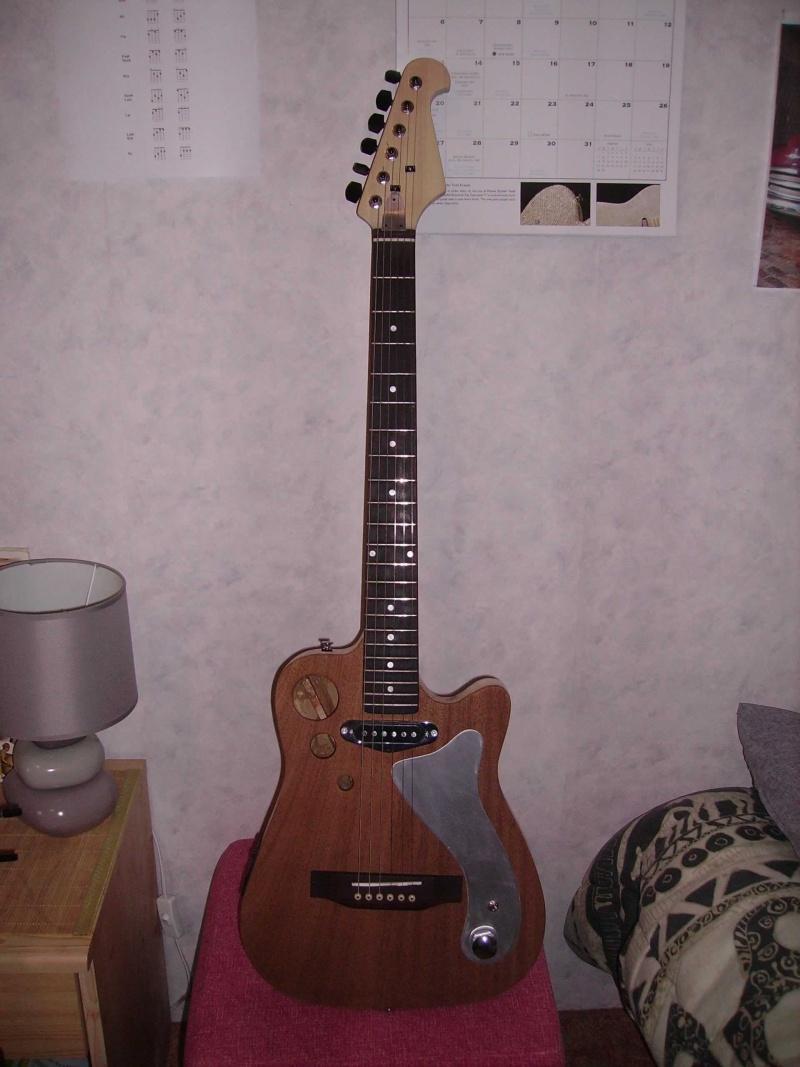 Guitare à la Godin Pict8324