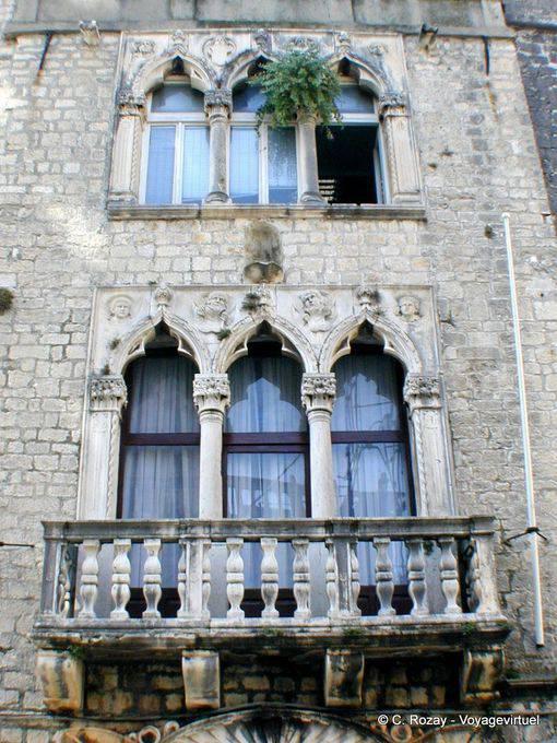 Des fenêtres d'hier et d'aujourd'hui. - Page 40 Fenytr10