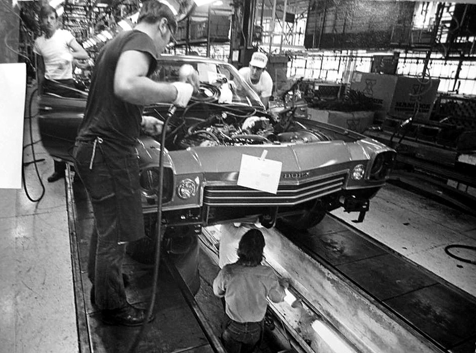 Assembly line photos Buick_10