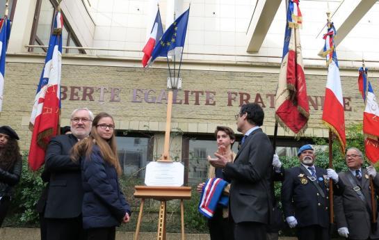 Liberté, égalité, fraternité sur toutes les écoles de France ? Même Michelet ?  56701810
