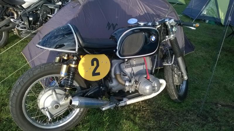 C'est ici qu'on met les bien molles....BMW Café Racer - Page 39 Wp_20113