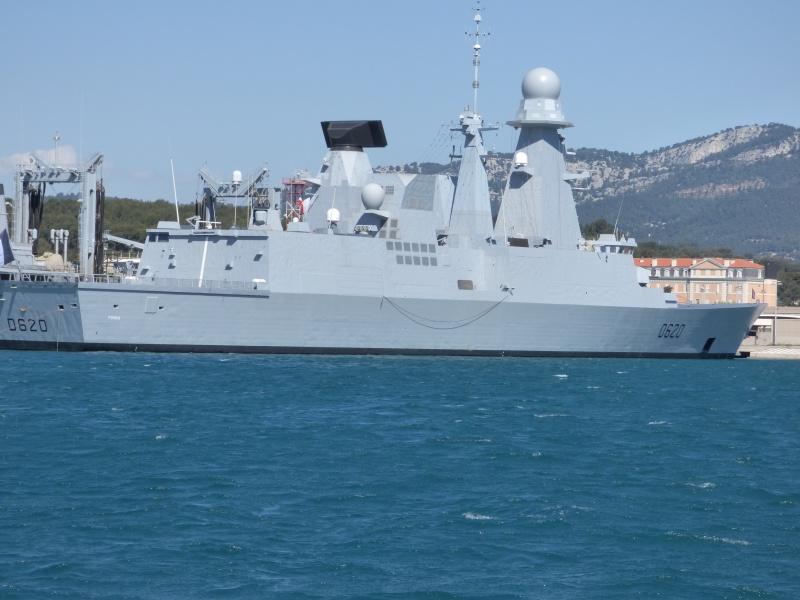 [Les Ports Militaires de Métropole] Visite de la rade de Toulon - Page 7 P1010823