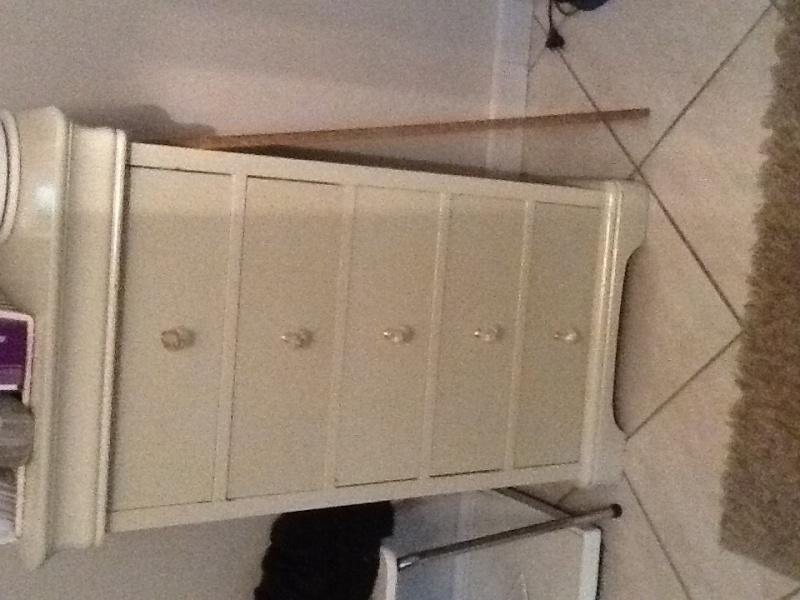 Couleur meuble pour chambre taupe..  Image52