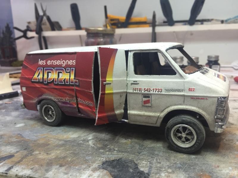 Van Dodge converti en camion-nacelle Image12