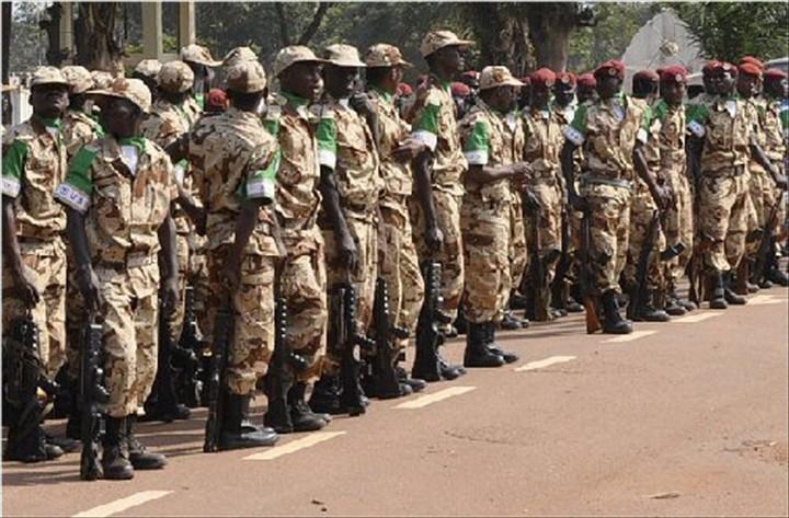 Armée du Gabon - Page 5 30144