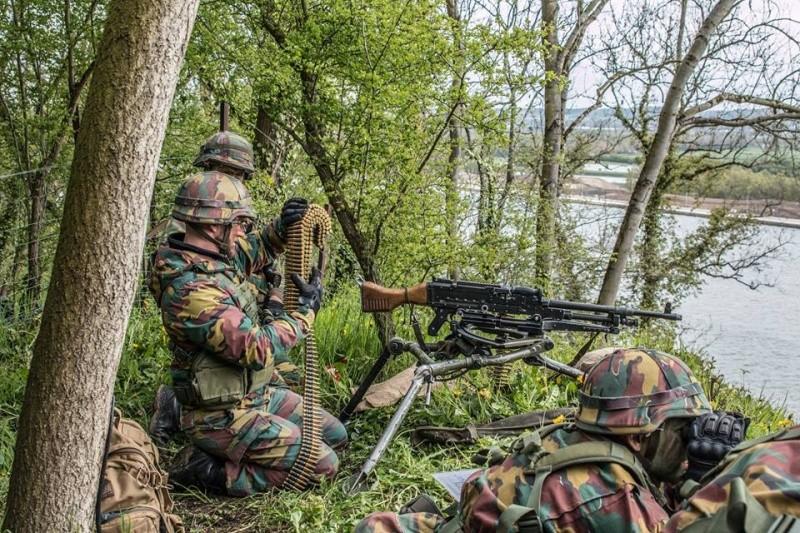 Armée Belge / Defensie van België / Belgian Army  - Page 4 30184