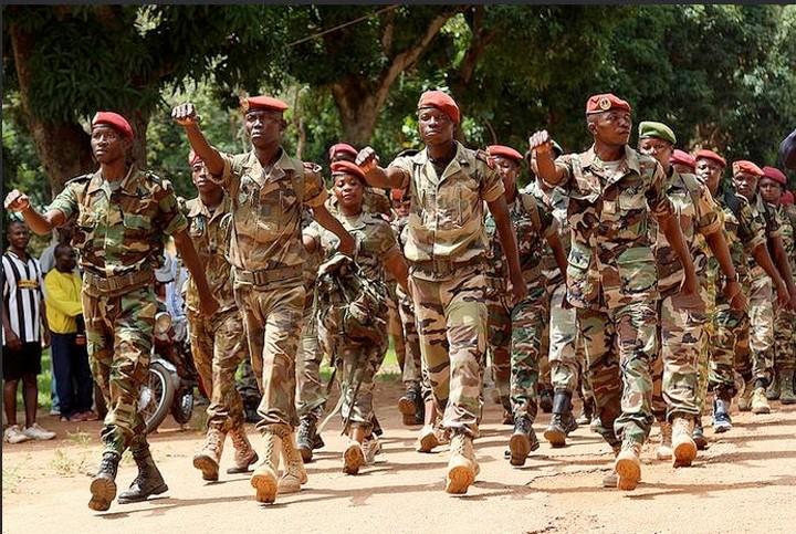 Armées de la République centrafricaine  - Page 3 31170