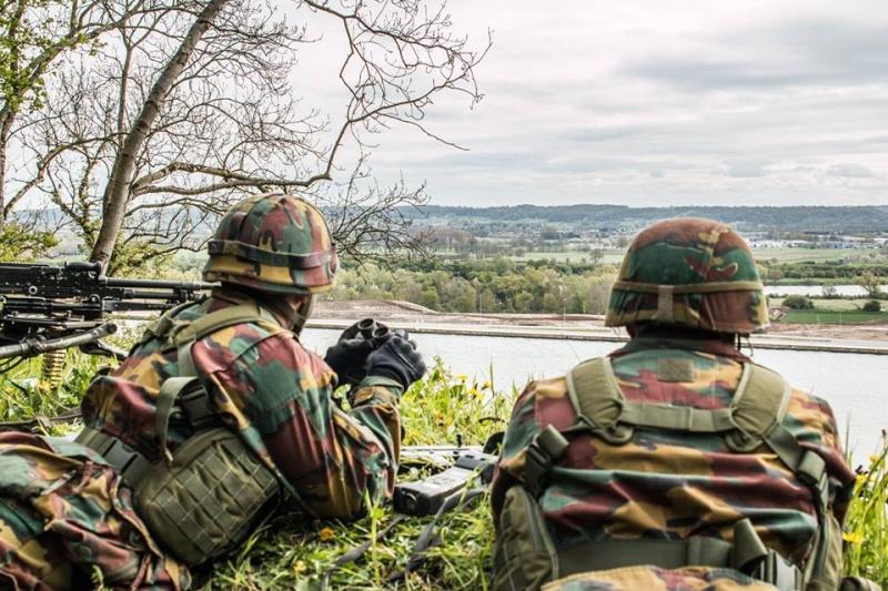 Armée Belge / Defensie van België / Belgian Army  - Page 4 33113