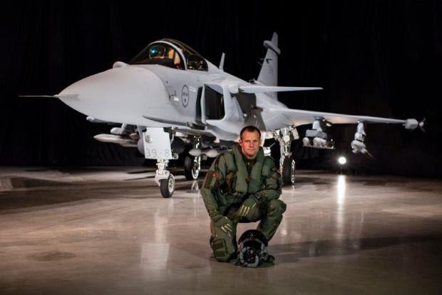 Saab: présentation du futur Gripen - Page 3 3375