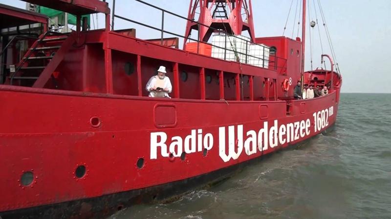 Les Bateaux des Radios Pirates - Page 3 Maxres11