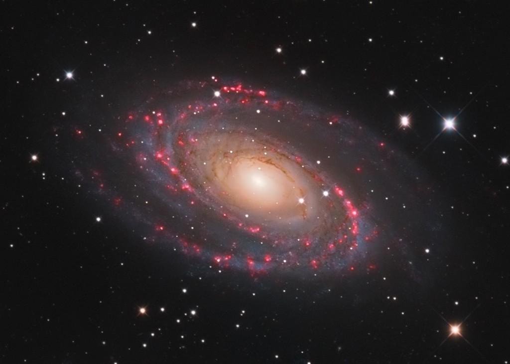 M81, M82, NGC3077 au CCA250 en 24H M81c10
