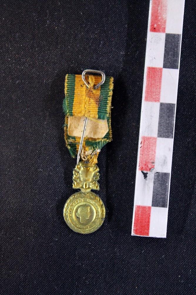 Médaille Militaire III République (!) modèle miniature (!)- ESC 2 [A CLOTURER] Mmminb11