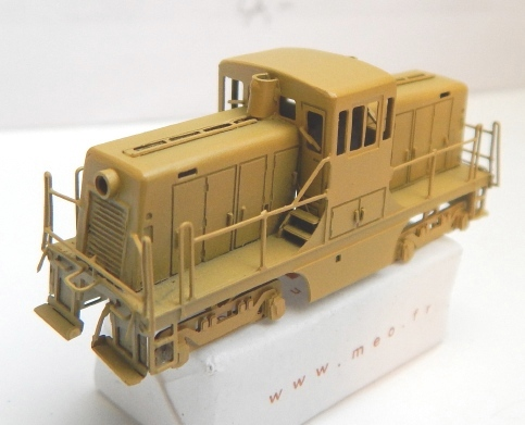 Un GE 44 ton en Z Ge44_218