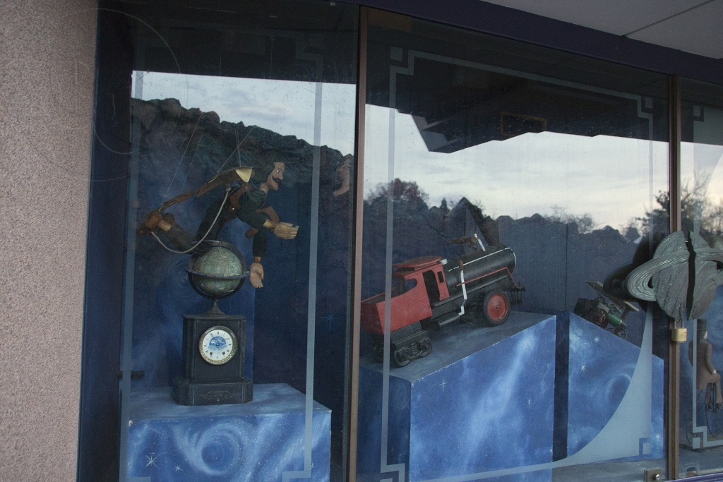 Curiosità e piccoli segreti al Disneyland park - Pagina 3 016wm10
