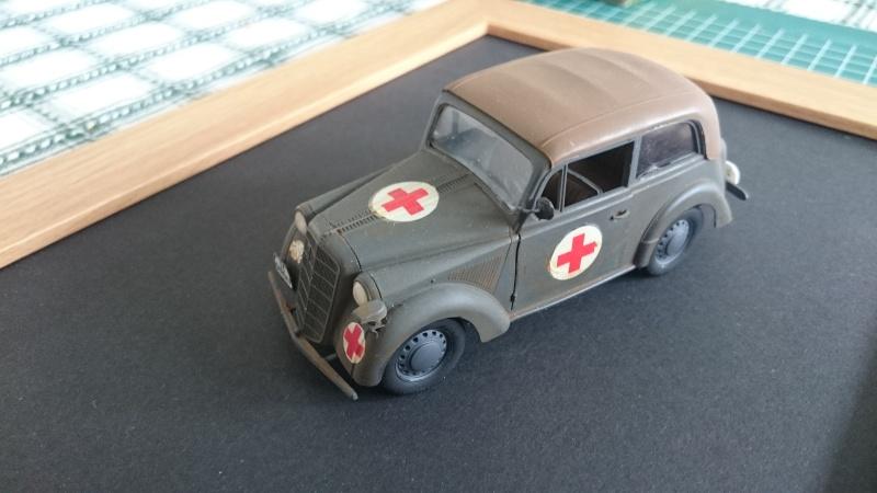 Opel véhicule de liaison ambulance 1/35 Bronco Opel_b10