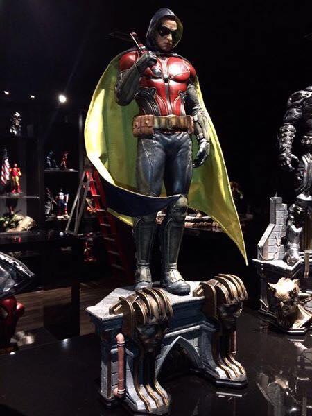 Batman Arkham Knight - Robin 1/3 Statue - Page 2 13339410