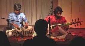 Musiques traditionnelles : Playlist - Page 14 Vibhas10