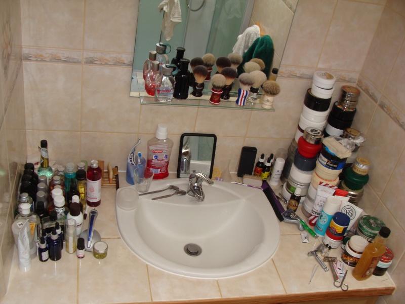 Photos de votre armoire spéciale rasage (ou de la partie réservée au rasage) - Page 25 Dsc02611