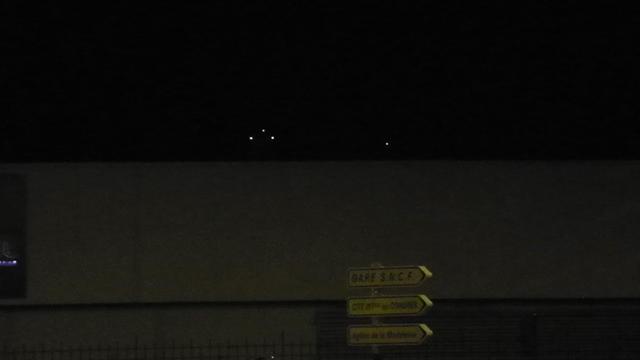 2014: le13 octobre  /vers 22h30  - 4 grosses lumières rouges  Ovnis à Nantes (44) Pays de Loire -  - Page 4 7_bali10