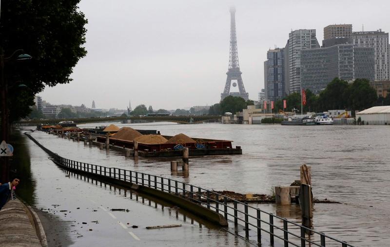 INONDATIONS  EN FRANCE Eiffel10