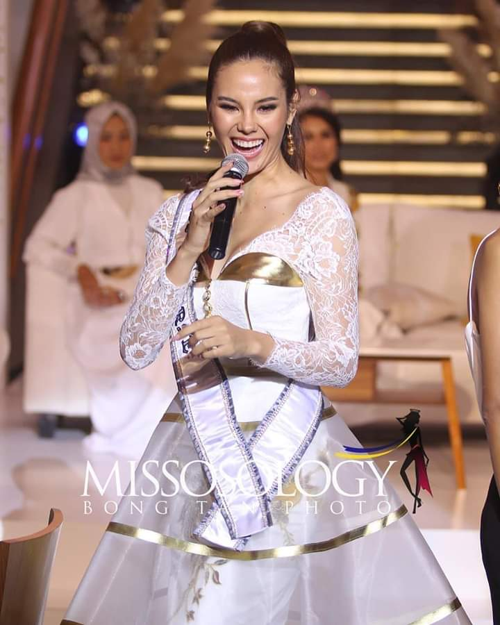 ♔ The Official Thread of MISS UNIVERSE® 2018 Catriona Gray of Philippines ♔ - Page 13 Fb_im408