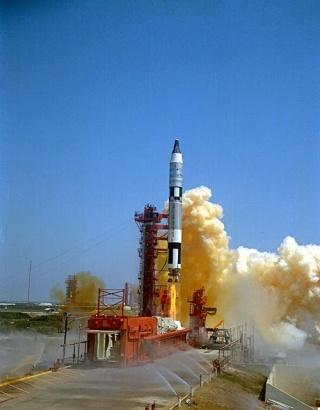 Gemini 9 - La mission - Rares Documents, Photos, et autres ... Gemini10
