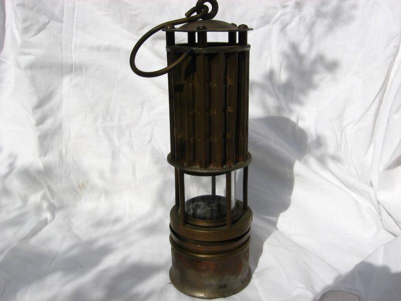 lampes de mineurs,  divers objets de mine, outils de mineur et documents  - Page 3 Img_8326