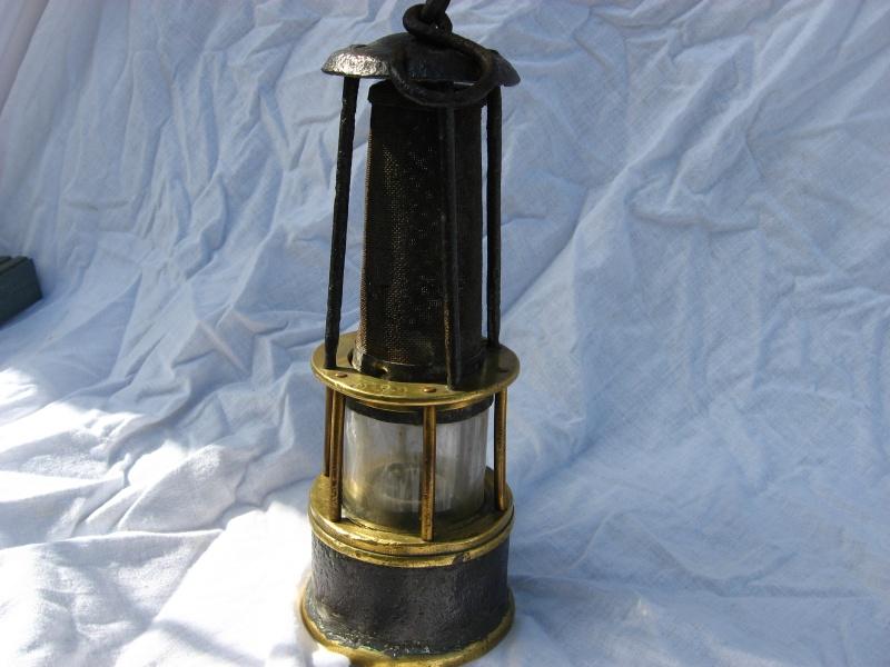 lampes de mineurs,  divers objets de mine, outils de mineur et documents  - Page 3 Img_8459