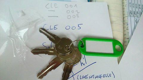Recherche toutes clés de galerie pour Hummer H2 & H3 afin de pouvoir dépanner tout les adhérents du Club Hummerbox  12036410