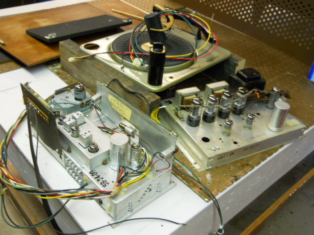 Restoration on Magnavox Stereo Model 1ST616 00111