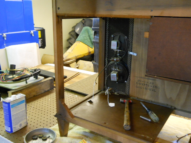 Restoration on Magnavox Stereo Model 1ST616 00510