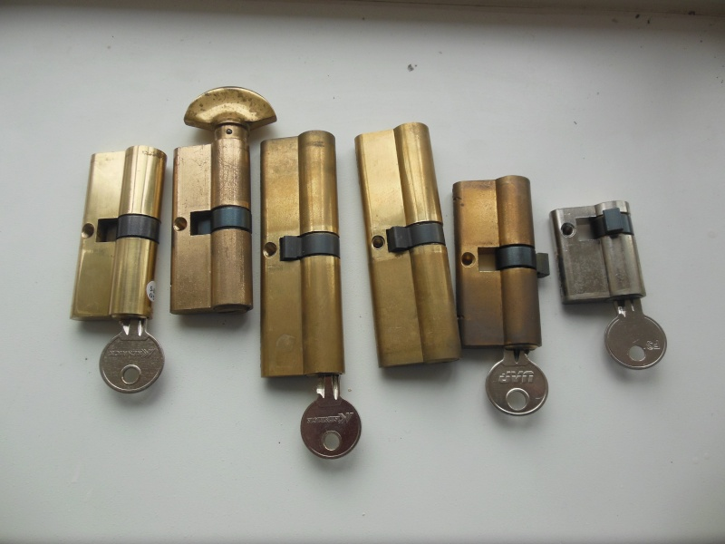 Euro locks and modern doors! Bungal26