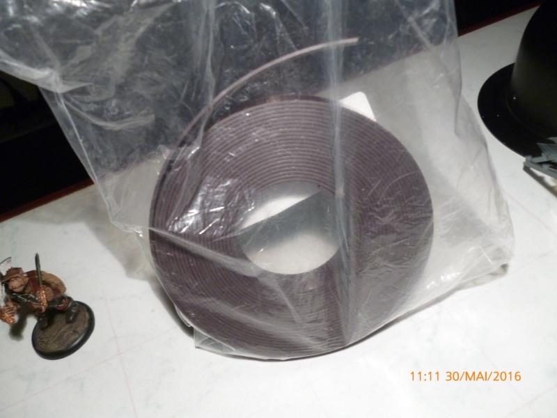 Bande magnétique au magasin RETIF de Bruxelles pour aimanter ses figs. P1030715