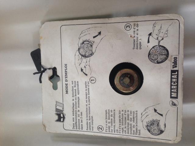 A vendre Bouchon anti-vol réservoir rétro de marque Marchal. Image510