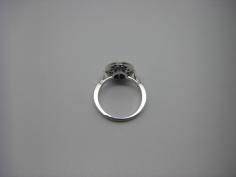 Bague entourage, panier découpé, Or 750/1000. Saphir de Ceylan et diamants taille brillant. Bague_17