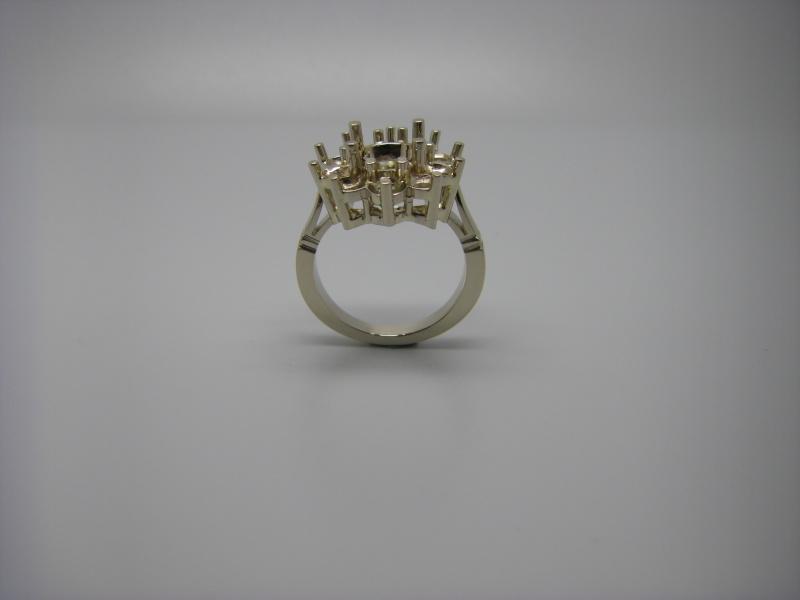 Bague entourage panier fil. Or Blanc 750/1000. Emeraude et diamant taille brillant. Bague_19